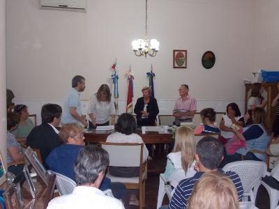 Clérici entregó más de 180 mil pesos en aportes a las escuelas.