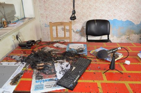 Carcarañá: Robo, daños, desmanes e incendio en Radio Ciudad.