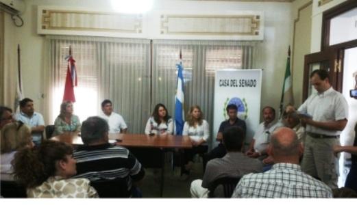 Cañada de Gómez. Entrega de subsidios en la Casa del Senado.