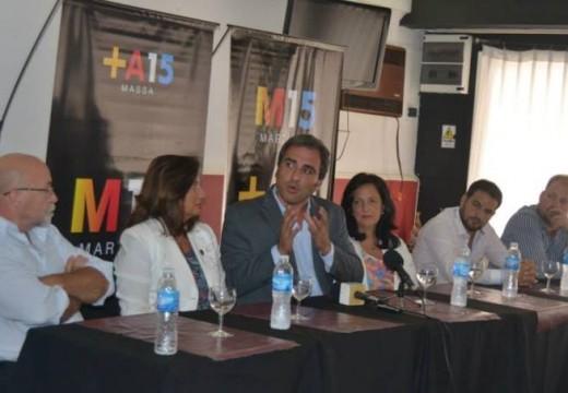 El precandidato a gobernador Oscar Cachi Martínez estuvo en Armstrong participando de una rueda de prensa.