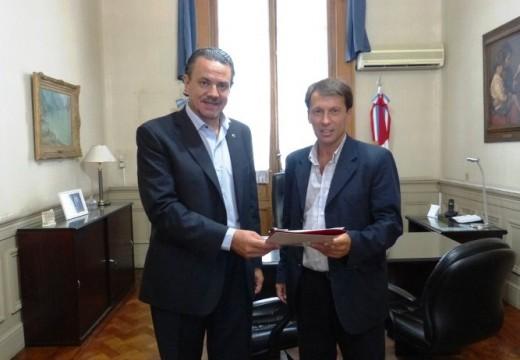 Correa. La Comuna recibió fondos provinciales para comenzar la recuperación de la estación de trenes.