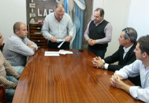 Las Rosas: Crossetti entregó aportes por más de 100 mil Pesos.