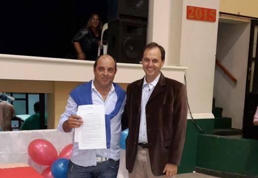 Rasetto firmó un convenio para obras en el Club Atlético Correa.
