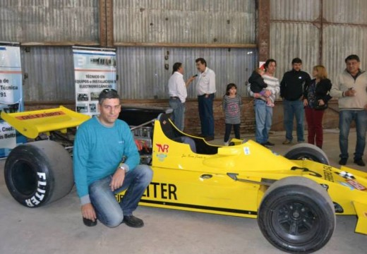 Una muestra de autos y un emblema de la industria local, organizado por referentes de la Escuela Técnica.