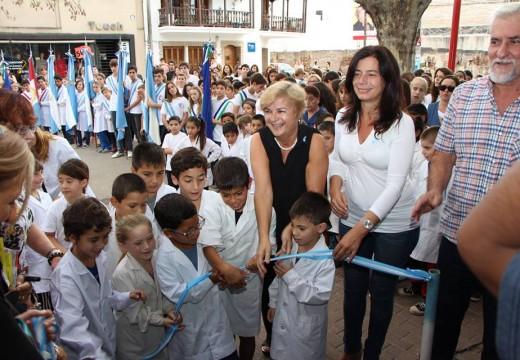 La intendenta inauguró la Feria del libro de Cañada.