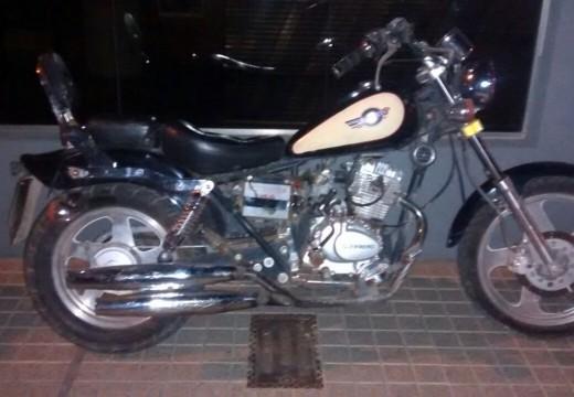 Armstrong. Apareció una moto en Perú al 1400.