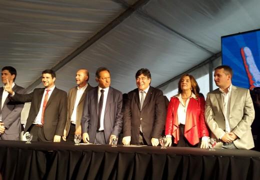 Diego Mansilla celebró el triunfo en la categoría Parlamentario del Mercosur.