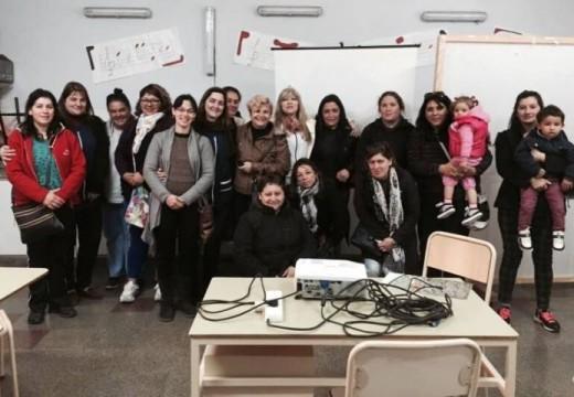 Clérici se reunió con docentes y cooperadores de la Esc. Rafael Figueroa.
