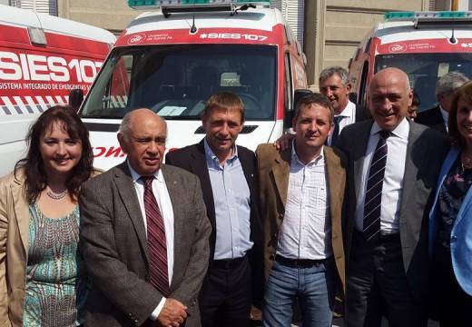 El Intendente Mansilla recibió del Gno. de Santa Fe una ambulancia nueva para el Samco local.