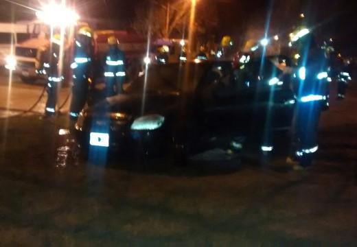 Armstrong. Se quemó un auto en Santa Fe y Delfo Cabrera.