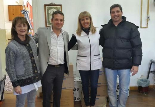 Diego Mansilla participó de la entrega de laboratorios a escuelas de Las Parejas, Montes de Oca y Las Rosas.