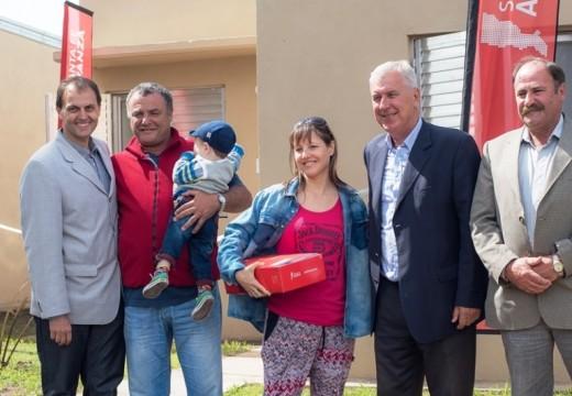 La provincia inauguró 10 viviendas en Villa Eloísa.