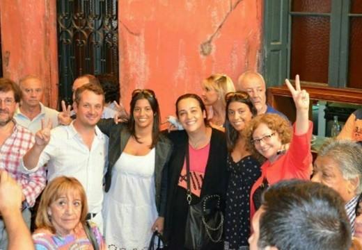 Diego Mansilla se sumó a la multitud que saludó a Daniel Scioli en Rosario.