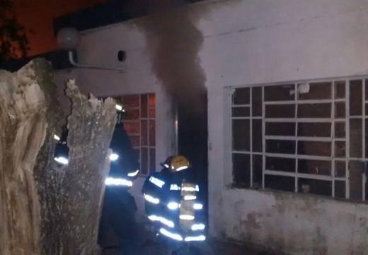 Armstrong. Principio de incendio en una vivienda del barrio sur.