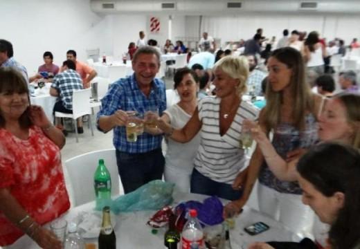 Municipalidad de Las Parejas agasajo a su gente con una Cena Despedida de Año.