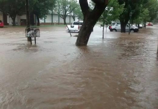Diluvio en poco tiempo, lluvias intensas, y rutas cortadas en la región.