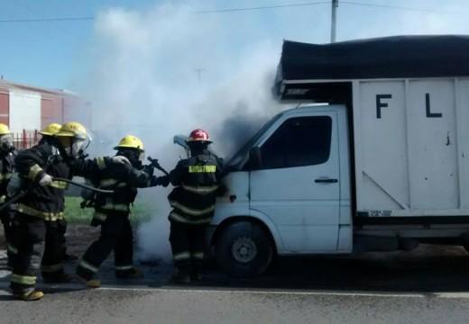 Principio de incendio de un camión fletero que circulaba por la Ruta 9.