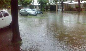 Armstrong. Gran cantidad de agua caída en poco tiempo con dispar escurrimiento.