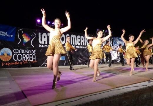 Multitudinario encuentro de canto y danza en el Latinoamericano 2016.