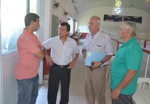 El Diputado Pcial. Miguel Solís entregó aportes económicos a instituciones de la ciudad.