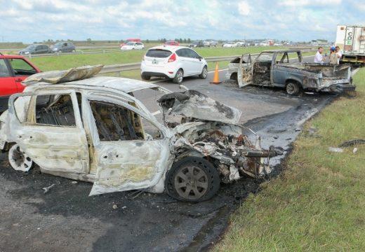Dos vehículos chocaron y se prendieron fuego en la autopista a Córdoba.