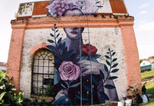 Armstrong se transformó en una ciudad que entrega sus paredes al arte.