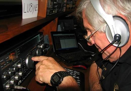 Armstrong. Charla abierta «Radioaficionados».