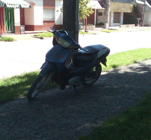 Ultimo momento! Robaron una moto frente al SamCo.