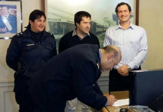 El Ministerio de Seguridad entregó una computadora a la Unidad Regional III.