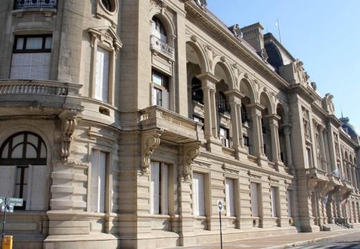 Las Rosas. Conflicto municipal fue tratado en Casa de Gobierno.