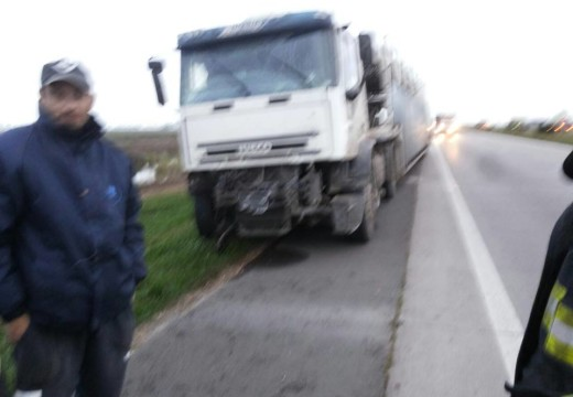 Armstrong. Choque de camiones en autopista.