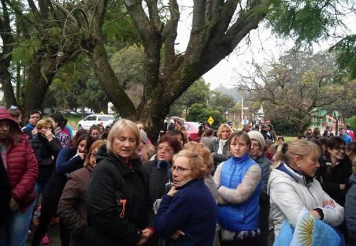 Vecinos autoconvocados marcharon contra la inseguridad en Bouquet.