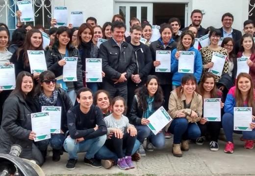 Mas de 130 Estudiantes Se Benefician Con las Becas Juan B. Justo.