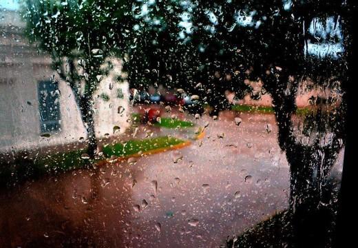 Se largó nomás: mucho viento y lluvia este sábado.