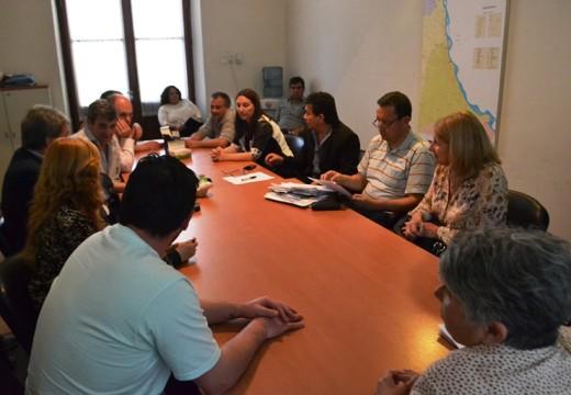 Solis presidio una reunion  con trabajadores de una empresa recuperada.