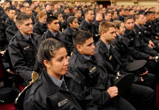 El Gno de la provincia paga la tercera y última cuota de los uniformes a la Policía de Santa Fe.