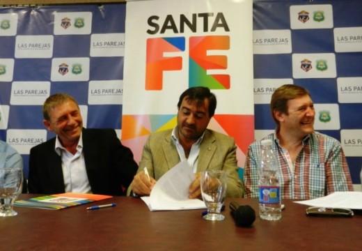 La provincia firmó convenios para nuevas viviendas en Las Parejas y Tortugas.