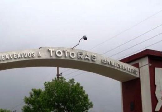 Escándalo en Totoras: Allanaron la casa de una subcomisario por encubrimiento narco.
