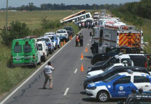 Gravísimo choque entre dos micros en Pérez: hay al menos 10 muertos.