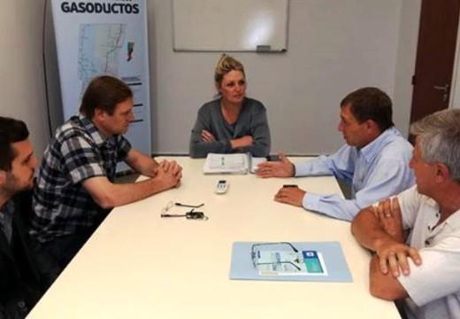 El senador junto al intendente de Las Parejas gestionando en Secretaría de Energía.