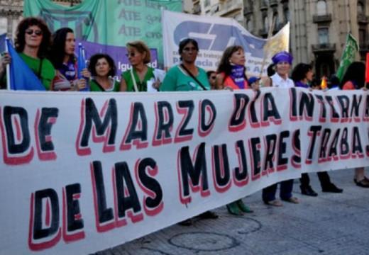 En su Día, las mujeres van al paro y se movilizan.