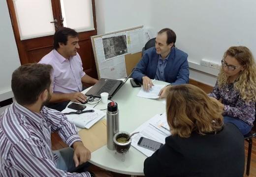 Rasetto junto al Secretario de Estado del Habitat, Diego Leone.