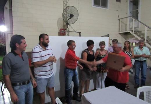 El Intendente Compagnucci reconoció a Bomberos que colaboraron en los incendios en Chile.