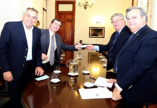 La provincia entregó aportes del Tesoro nacional a los municipios de San Javier y Armstrong.