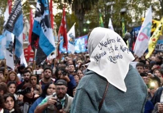 Una multitud repudió en Rosario el fallo de la Corte.