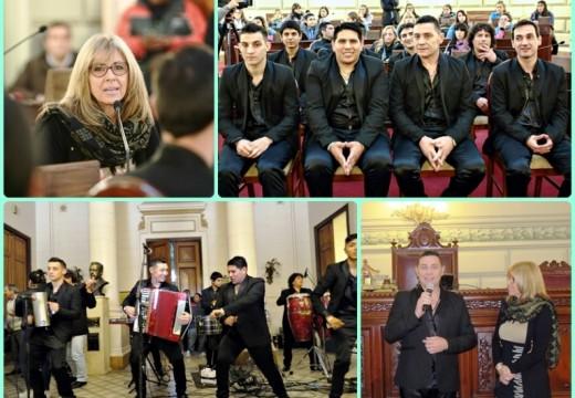Multitudinario y emotivo reconocimiento a «Los Lirios» en la Cámara de Diputados de Santa Fe.