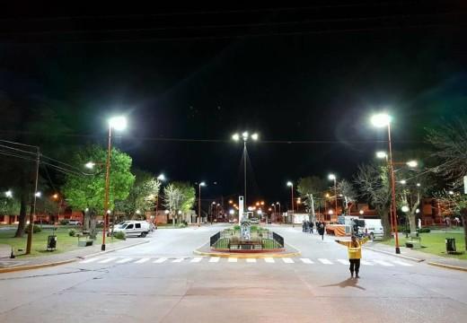 El intendente Dr. Pablo Verdecchia inauguró nuevas luminarias en Plaza Flotron.