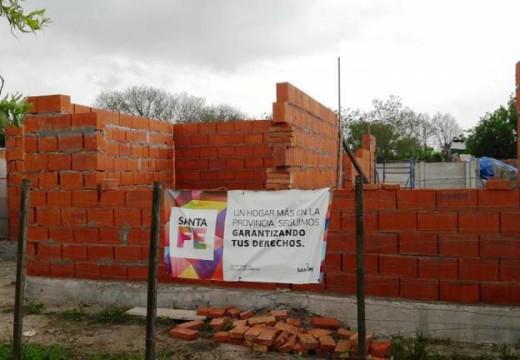 Correa. Avanza la construcción de vivienda con aportes del Gno de Santa Fe.