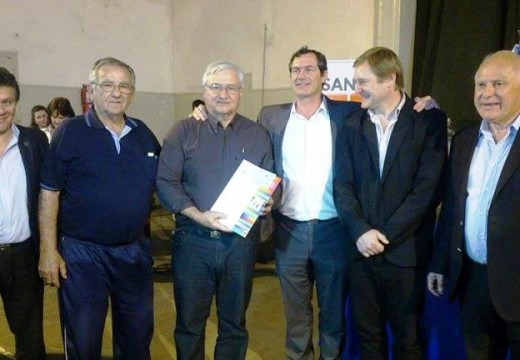 El gobernador Lifschitz entregó aportes económicos a clubes de Dto Belgrano.