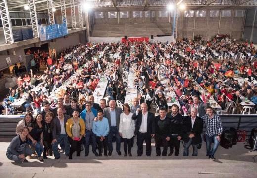 Multitudinario acto de campaña del F.P.C. y S en Las Parejas.